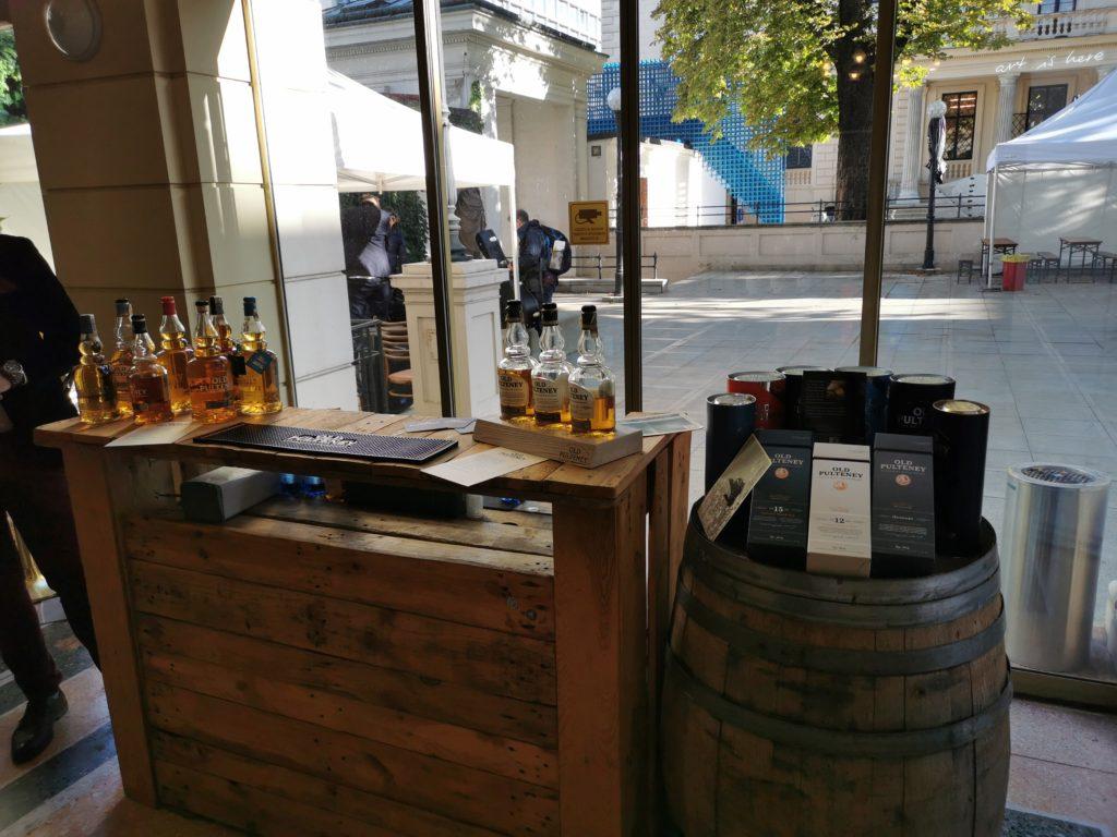 Bar s širokou nabídkou whisky z palírny Pulteney