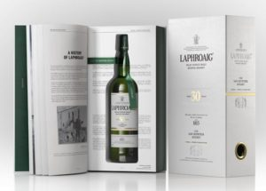 Nová whisky Laphroaig 30 Year Old Ian Hunter Story Book One: Unique Character
