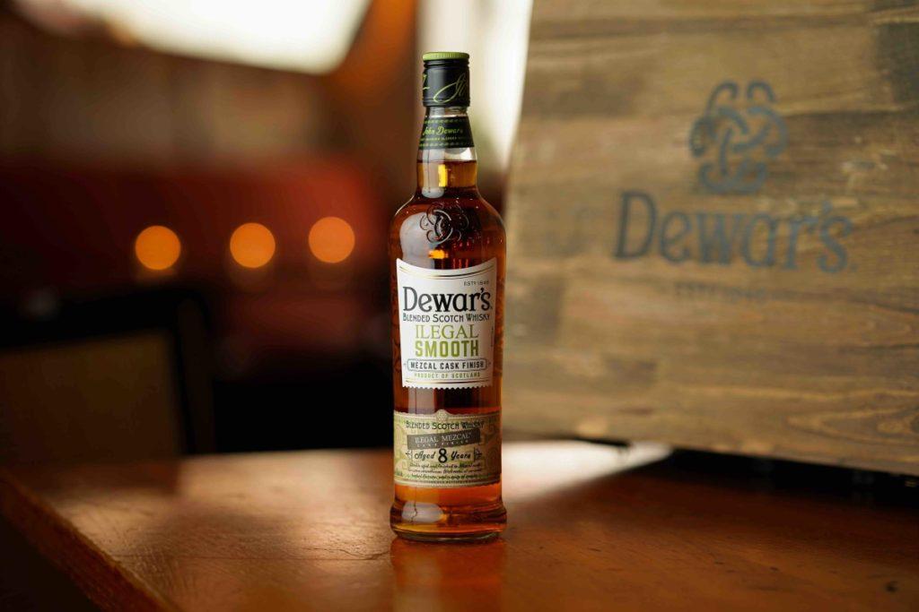 Nová whisky Dewar's Ilegal smooth