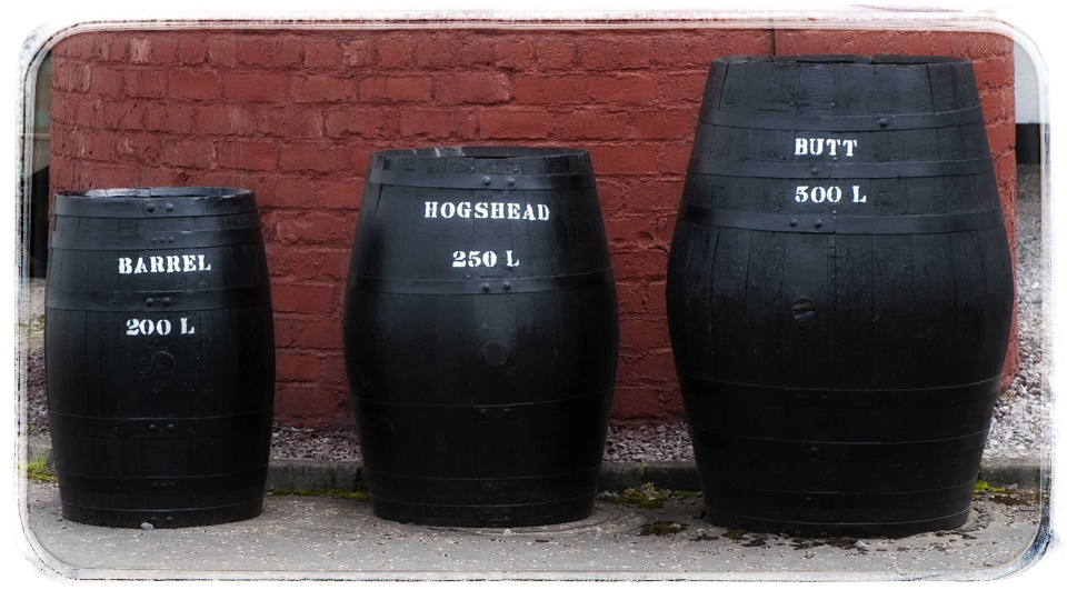 Sud typu barrel (bourbon), hogshead a butt (sherry)